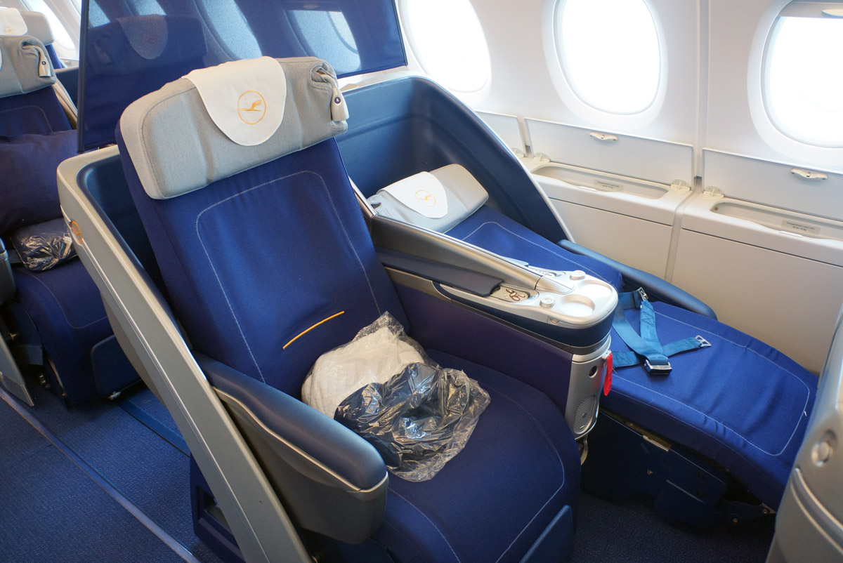 how many lufthansa planes have the new business class elmens. Black Bedroom Furniture Sets. Home Design Ideas