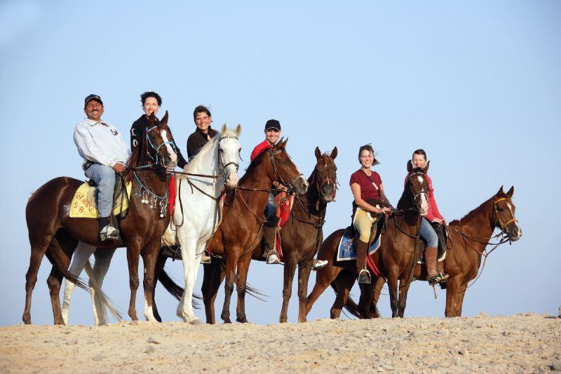 استمتع باحلي ركوب خيول واحجز رحلتك في الهرم في اي وقت مناسب لك
