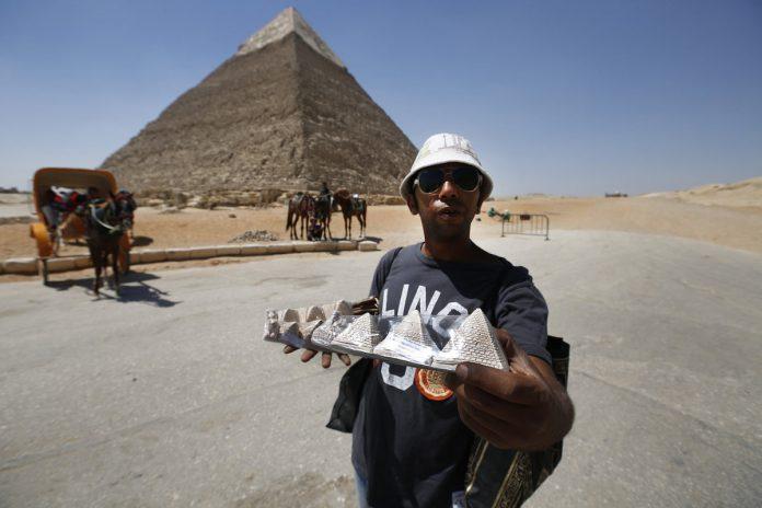 vendors pyramids