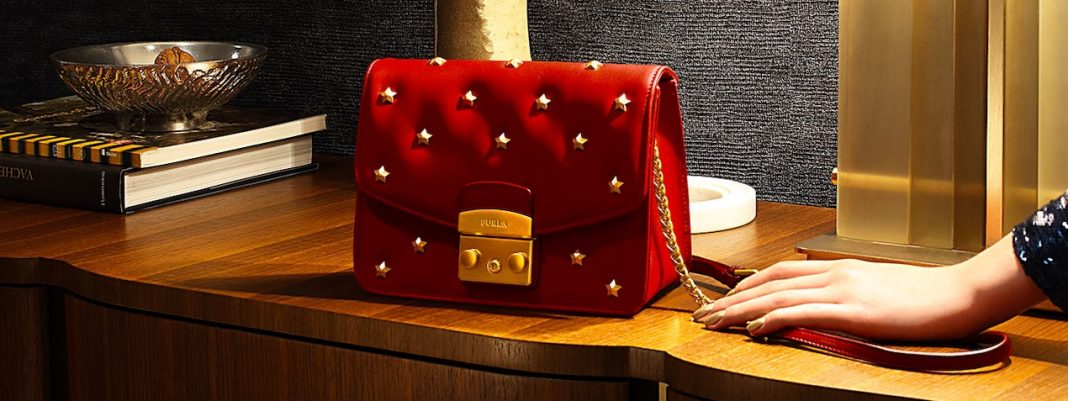 If you are thinking of a Holiday GIFT FOR HER! Now, EXCLUSIVE from FURLA!