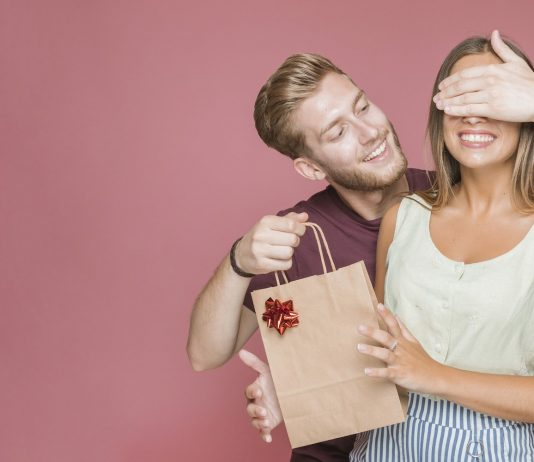 Best Gifts Men Can Buy for their Girlfriends in 2019
