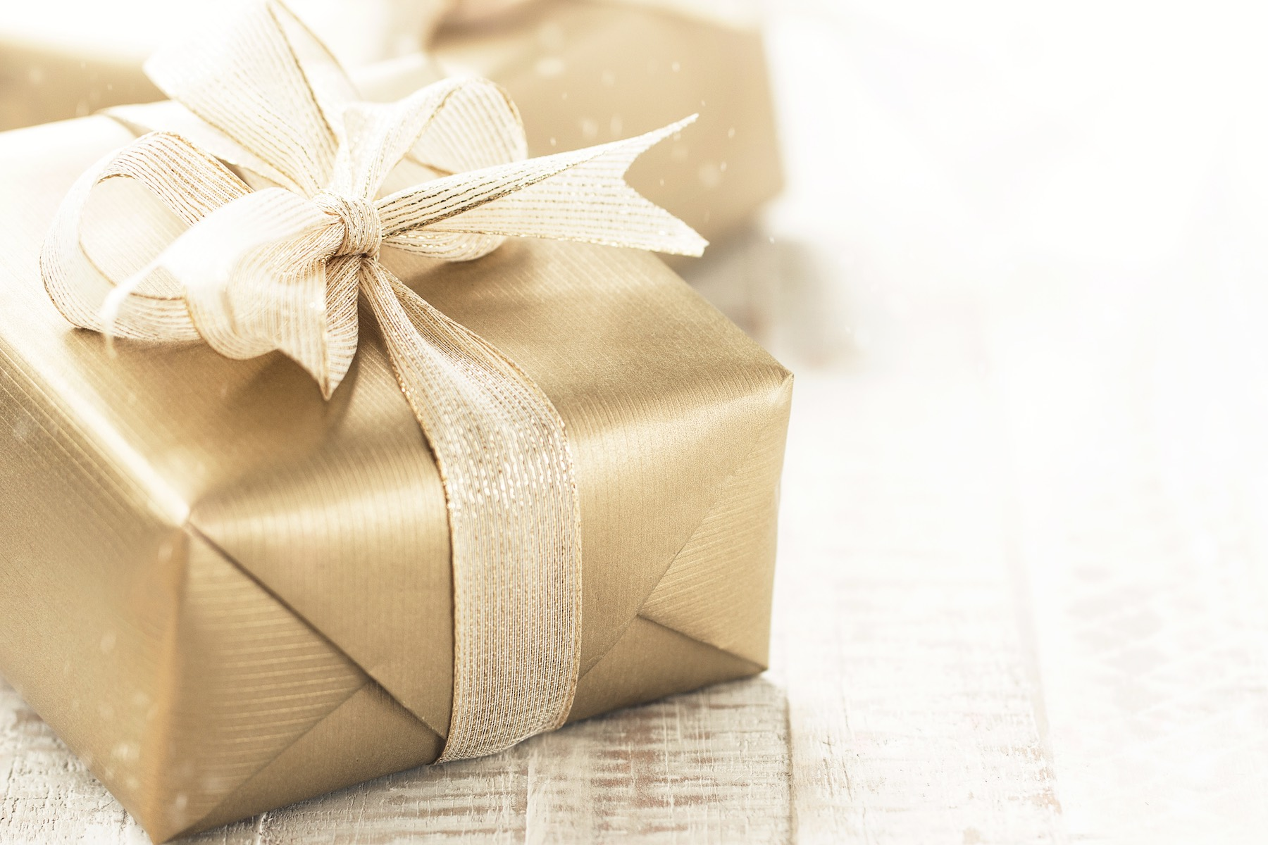 Customary Wedding Gift: Traditional Wedding Anniversary Gifts By Year