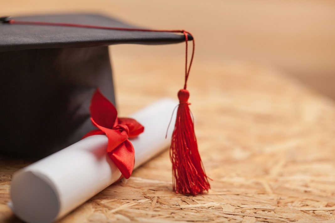 The Top 6 Reasons Why People Use a Phony Diploma