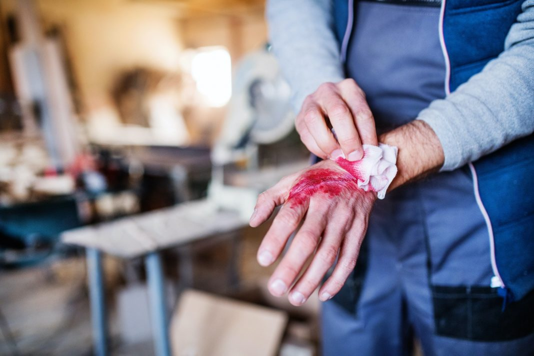 Handling an Injury on the Job- 5 Things You Should Do
