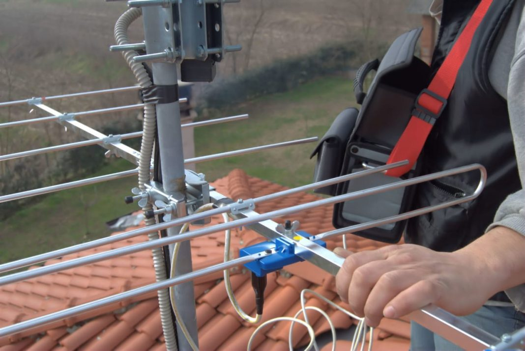 Reasons to Hire a TV Antenna Installer so You Can Have Quality TV Time