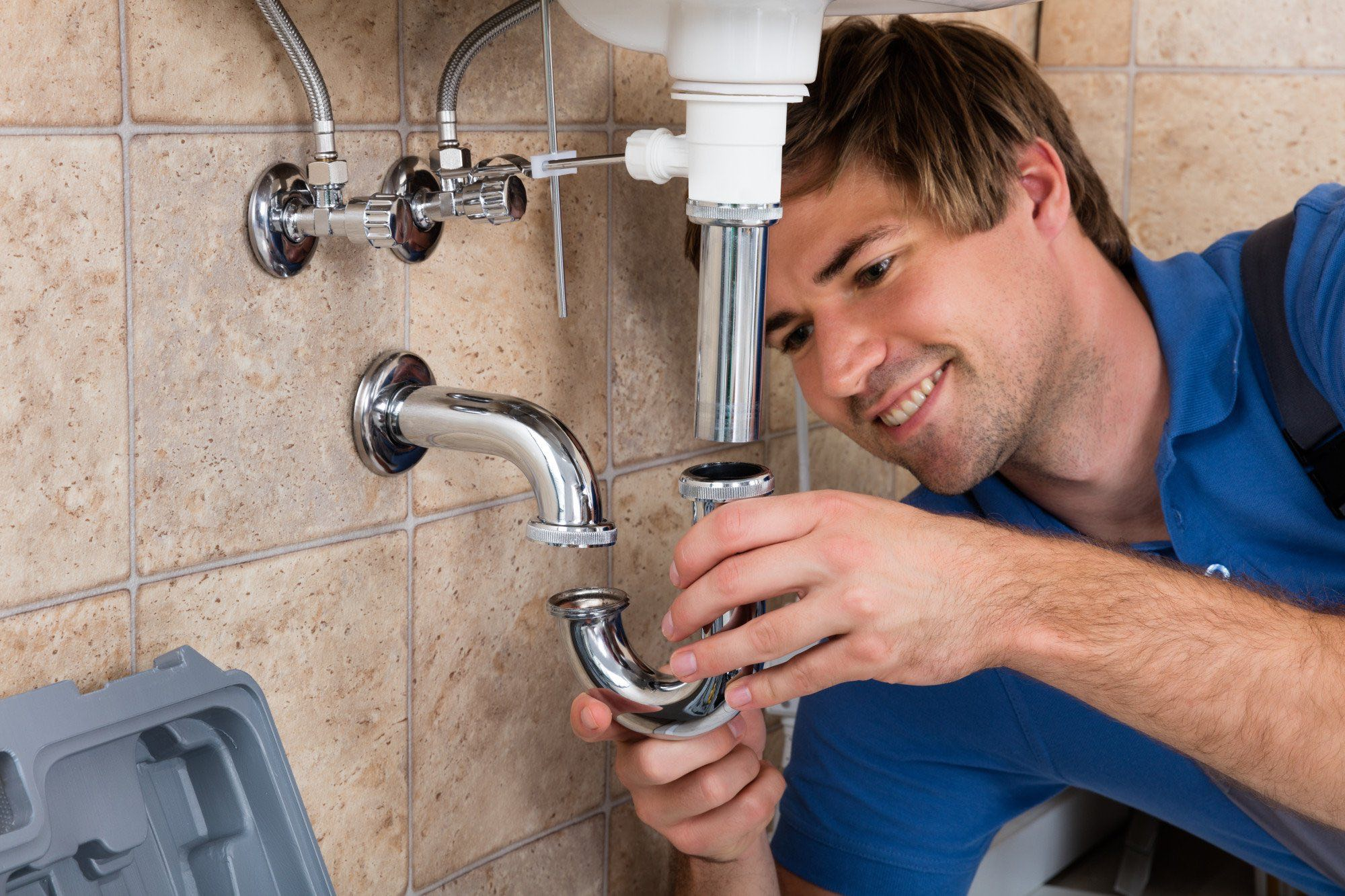 Benefits Of Hiring Professional Plumbing Services - ELMENS