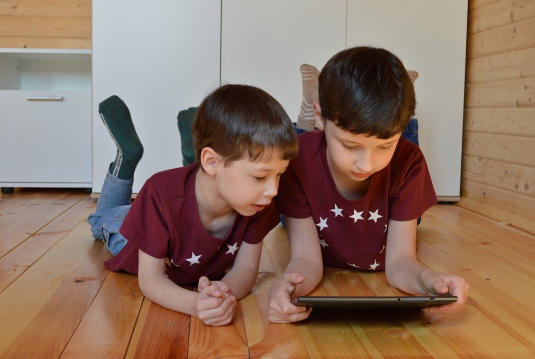 In this article, we explore five ways that technology is changing the way we learn.