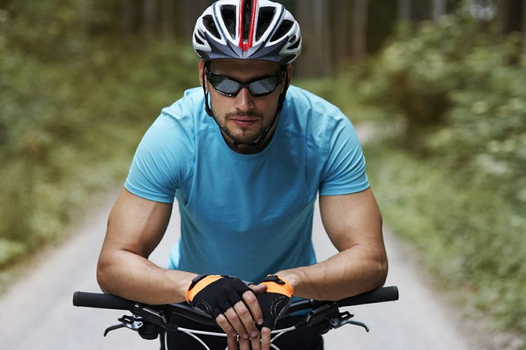 Pep Up Your Athletic Look With Special Sports Eyeglasses