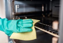 Housekeeping 101: 5 Best Ways to Clean an Oven