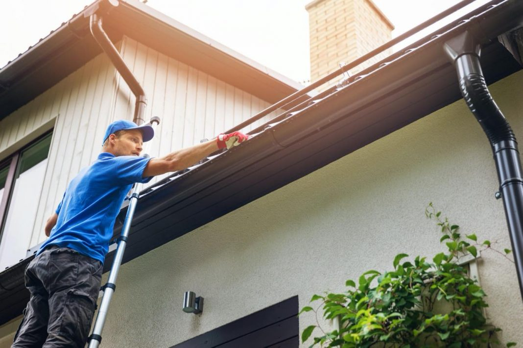 5 Simple Gutter Cleaning Tips That Actually Work