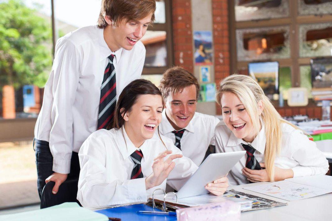 STUDENTS STUDY SCHOOL